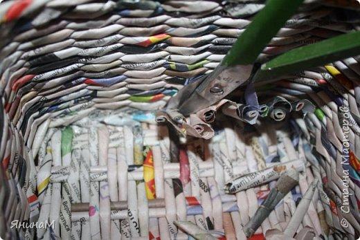 Мастер-класс Плетение Ровное квадратное дно Бумага газетная Трубочки бумажные фото 23