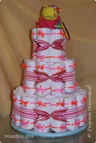 """Доброго времени суток всем жителям и гостям Страны Мастеров! Вот какие тортики я """"выпекла"""" на днях: - трехэтажный торт из подгузников для девочки: фото 1"""