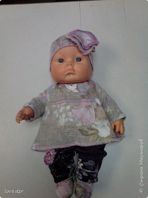 Кукла не моя просто шила на нее одежду для маленькой девочки.Повязка на голову,платье.