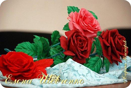Видео Мастер-класс Флористика искусственная 8 марта День рождения Моделирование конструирование Роза из ткани на стебле в вазу своими руками Бумага гофрированная Вата Клей Нитки Проволока Ткань фото 1