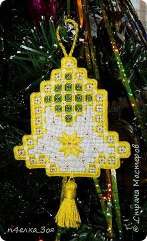 Хотя Новогодние праздники уже прошли, покажу вам миленькие игрушечки, которые я делала на елку и просто так, для украшения комнаты Колокольчик