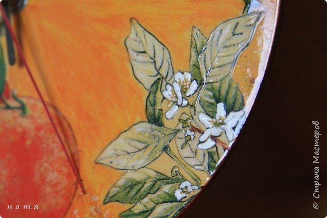 """Комплектик на кухню """"Про апельсины""""  Люблю цветущие цитрусовые, этот аромат на все комнаты...волшебный! Очень хотелось завести яркое пятнышко на своей кухне, вот что у меня получилось, правда далеко не с первого раза)))  Это первый """"настоящий"""" декупаж со многими слоями лака, грутна, подрисовки, Это очень капризная салфеточка, но такая хочушная!  фото 6"""