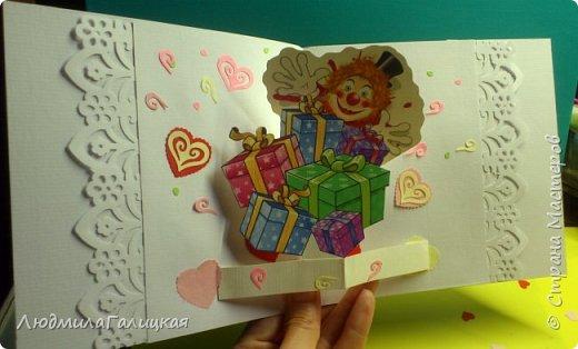 8 марта! Прекрасный весенний праздник,когда все вокруг веселые, дарят подарки  женщинам и обещают исполнить все желания! Воспользуемся  этим и сделаем себе ( или подружке) еще  один подарочек- веселого клоуна с подарками, ведь что может быть веселее клоунов и приятнее подарков??? фото 14