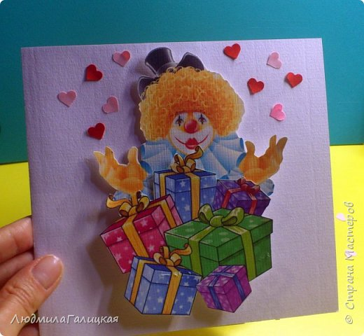 8 марта! Прекрасный весенний праздник,когда все вокруг веселые, дарят подарки  женщинам и обещают исполнить все желания! Воспользуемся  этим и сделаем себе ( или подружке) еще  один подарочек- веселого клоуна с подарками, ведь что может быть веселее клоунов и приятнее подарков??? фото 1
