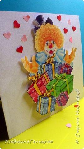 8 марта! Прекрасный весенний праздник,когда все вокруг веселые, дарят подарки  женщинам и обещают исполнить все желания! Воспользуемся  этим и сделаем себе ( или подружке) еще  один подарочек- веселого клоуна с подарками, ведь что может быть веселее клоунов и приятнее подарков??? фото 18