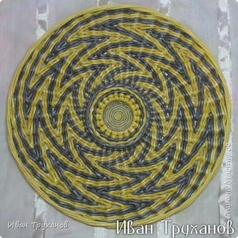 Мастер-класс Поделка изделие Плетение Панно Скромный мк середины Трубочки бумажные фото 6