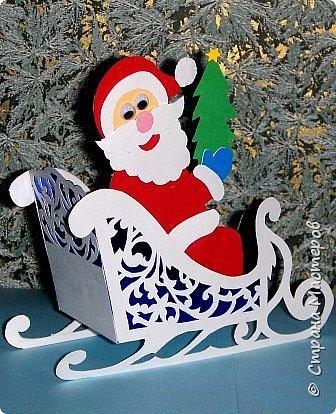 Новый год - самый яркий из всех праздников в году. А вот новогодние вытынанки делают из бумаги одного цвета, обычно белого, иногда добавляя фон другого цвета. Но мне захотелось сделать их яркими, новогодними. За основу взял обычные вытынанки из интернета. Новогодние вытынанки. фото 21