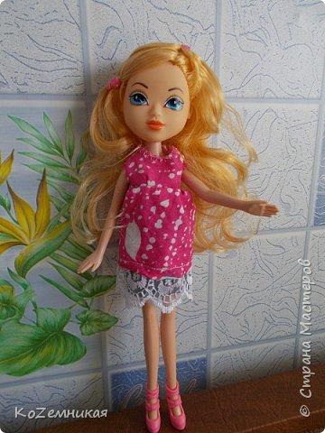 Несколько лет назад шила и вязала барбейкам одежки. Это были мои первые кукольные работы для дочкиных кукол. К сожалению, они не сохранились. И куклешек многих уже нет. Только фотки остались фото 5