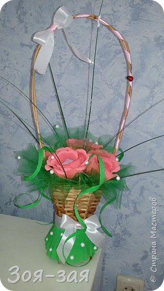 Этими бутылочками с горячительными напитками мы поздравляли наших музчин с 23 февраля.)))Внутри цветочка-конфетка(закусь))))) фото 22