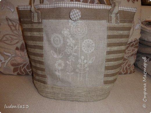 Здравствуй, Страна!!!! Сшила свою первую сумку с вышивкой))))