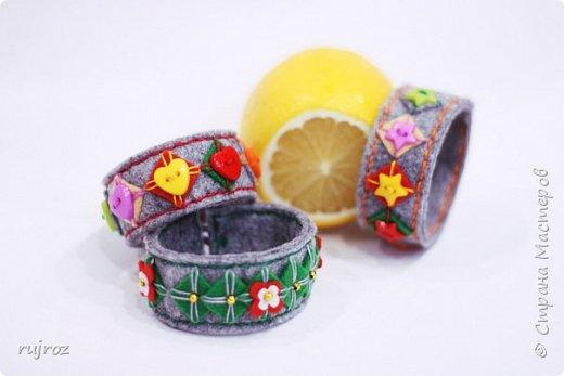 Вот такие браслеты мне захотелось сшить из фетра,кружев и бусин. фото 2
