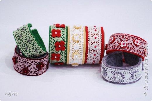 Вот такие браслеты мне захотелось сшить из фетра,кружев и бусин. фото 1