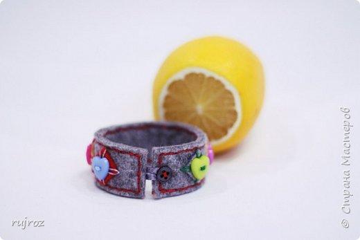 Вот такие браслеты мне захотелось сшить из фетра,кружев и бусин. фото 8