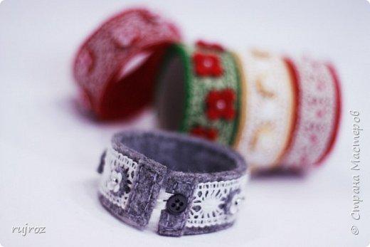 Вот такие браслеты мне захотелось сшить из фетра,кружев и бусин. фото 9