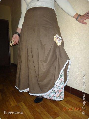 Всем мастерам и друзьям добрый вечер! Моя страсть к стилю бохо в самом разгаре, усовершенствовала юбочку. была она ситцевая с подкладкой, но совершенно неинтересная, простенькая. Я пришила по низу тонкое х/б кружево а на подкладку сделала подъюбник из сарафана, который мне давно мал, но выбросить рука не поднималась, уж больно красивый материал. фото 3
