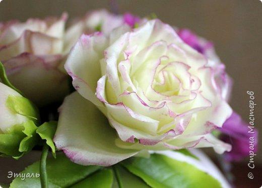 Всем доброго дня! Спешу поделиться с вами своей новой работой. У меня прям какая то страсть к розам,  что бы я не делала, всё время думаю о них. Случайно мне попался на глаза каталог с розами, я даже представить себе не могла, что их такое разнообразие. И все такие безумно красивые!!! Уже представляю какой будет следущая роза))) Фоток много, так что желаю приятного просмотра!!! фото 5
