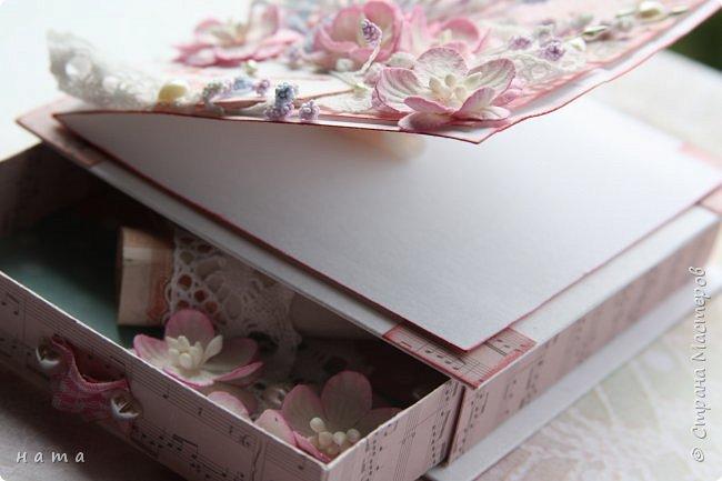 """Поскрапила немножко))) В подарок на свадьбу сотворился вот такой """"комодик-открытка"""" для денежки - три в одном, так сказать фото 3"""