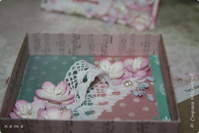 """Поскрапила немножко))) В подарок на свадьбу сотворился вот такой """"комодик-открытка"""" для денежки - три в одном, так сказать фото 7"""