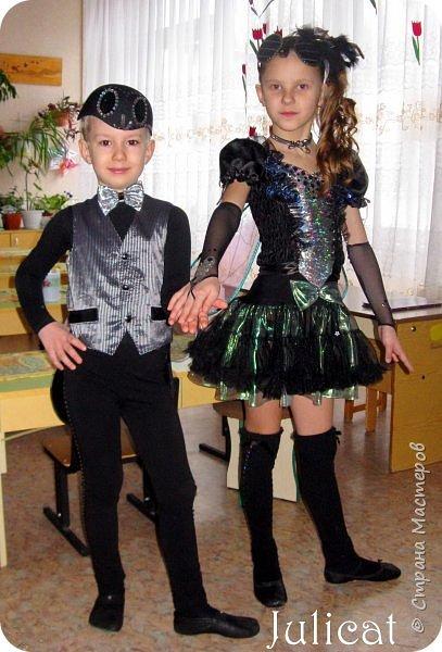 """Здравствуйте, уважаемые гости! Сегодня хочу показать Вам очередные мои костюмы на утренник для моей младшей доченьки шестилетней Катюши и ее друга Владика. Как Вы уже поняли - эта парочка - персонажи сказки """"Муха-Цокотуха"""" - Муха и Комар. Роли им попались очень символичные - ребят связывает дружба, ну, практически любовь, с самого рождения, а вернее еще до него))) Кстати, Комарик старше Мухи аж на 1 день - вот так бывает))) фото 1"""