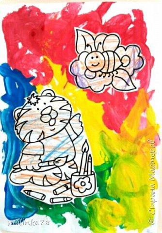 Дети любят рисовать и не важно, что главное быть в процессе... Можно обыграть работу ребенка вот таким образом, добавив разукрашенные им  картинки. По моему получилось интересно! фото 1