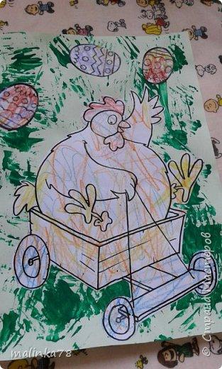 Вот такой рисунок у нас получился, где курочка раздает пасхальные яйца прямо на ходу. фото 4