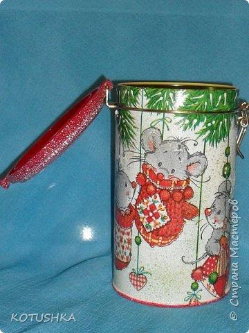 Давно мечтала украсить эту банку для чая , наконец мечта сбылась и салфетка подходящая нашлась , правда новогодняя , но все равно она мне очень нравиться ... фото 3