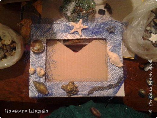фоторамка сделана из ракушек на картоне, процесс изготовления сфоткала фото 2