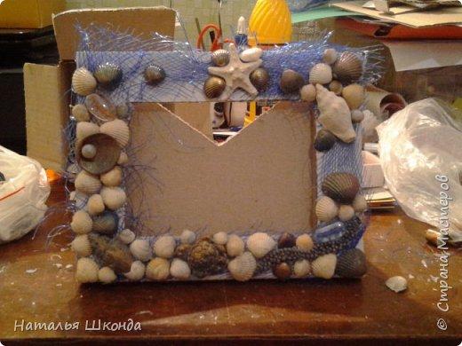 фоторамка сделана из ракушек на картоне, процесс изготовления сфоткала фото 6
