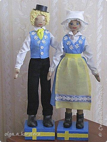 Куклы в национальных шведских костюмах