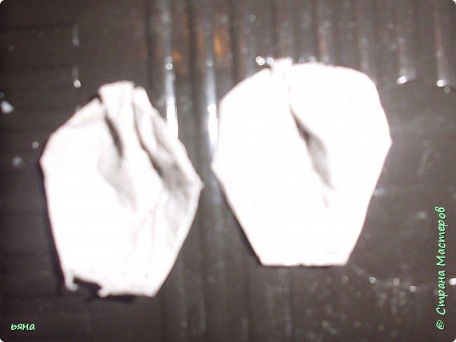 """Всем привет! Решила сделать МК по """"кованой"""" розе из обычной серой туалетной бумаги. Мастерицы нашей страны из такой бумаги делали и тапки и платья для бутылок и многие другие вещи, но вот роз я не встречала и считаю идею своей. Такие розы могут пригодиться для декора, а можно просто использовать их самостоятельно поставив в вазу или на подставку. фото 9"""