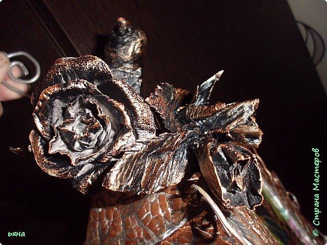 """Всем привет! Решила сделать МК по """"кованой"""" розе из обычной серой туалетной бумаги. Мастерицы нашей страны из такой бумаги делали и тапки и платья для бутылок и многие другие вещи, но вот роз я не встречала и считаю идею своей. Такие розы могут пригодиться для декора, а можно просто использовать их самостоятельно поставив в вазу или на подставку. фото 20"""