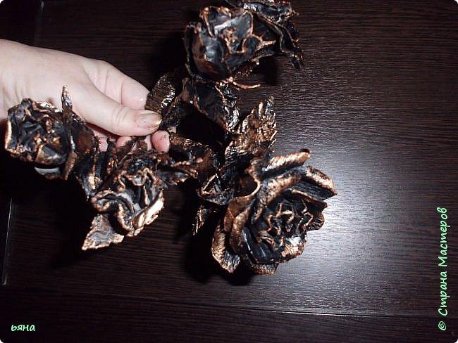 """Всем привет! Решила сделать МК по """"кованой"""" розе из обычной серой туалетной бумаги. Мастерицы нашей страны из такой бумаги делали и тапки и платья для бутылок и многие другие вещи, но вот роз я не встречала и считаю идею своей. Такие розы могут пригодиться для декора, а можно просто использовать их самостоятельно поставив в вазу или на подставку. фото 2"""