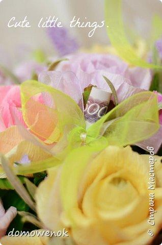 """Привет Страна ! Я к вам на """"лисапеде"""" сегодня приехала .  Заказ на день рождения-велосипед-кашпо с цветочками...все бы хорошо, о только это мальчику на 18 лет...розы отпали сразу, накрутила ромашек...они тоже отпали...остались только """"мужские"""" цветочки : василеК, подсолнуХ и лютиК(ну это я так думаю, что это лютик), Дашуля мне еще колокольчик подсказывала, очень бы с ним наверное хорошо было, но сроки... фото 14"""