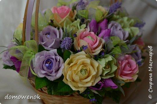 """Привет Страна ! Я к вам на """"лисапеде"""" сегодня приехала .  Заказ на день рождения-велосипед-кашпо с цветочками...все бы хорошо, о только это мальчику на 18 лет...розы отпали сразу, накрутила ромашек...они тоже отпали...остались только """"мужские"""" цветочки : василеК, подсолнуХ и лютиК(ну это я так думаю, что это лютик), Дашуля мне еще колокольчик подсказывала, очень бы с ним наверное хорошо было, но сроки... фото 15"""