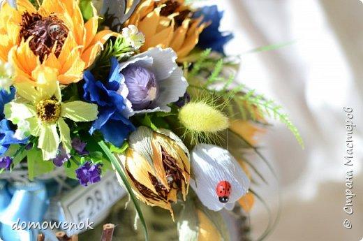 """Привет Страна ! Я к вам на """"лисапеде"""" сегодня приехала .  Заказ на день рождения-велосипед-кашпо с цветочками...все бы хорошо, о только это мальчику на 18 лет...розы отпали сразу, накрутила ромашек...они тоже отпали...остались только """"мужские"""" цветочки : василеК, подсолнуХ и лютиК(ну это я так думаю, что это лютик), Дашуля мне еще колокольчик подсказывала, очень бы с ним наверное хорошо было, но сроки... фото 10"""
