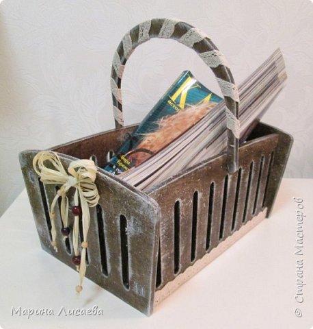 Здравствуйте, мои дорогие жители СМ!  Я сегодня к вам с новыми поделками. Это просто корзинка. Чтобы вам был понятен размер, я положила в нее журнал. фото 1