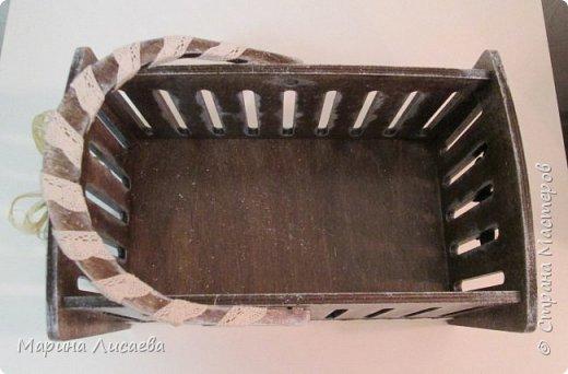 Здравствуйте, мои дорогие жители СМ!  Я сегодня к вам с новыми поделками. Это просто корзинка. Чтобы вам был понятен размер, я положила в нее журнал. фото 5