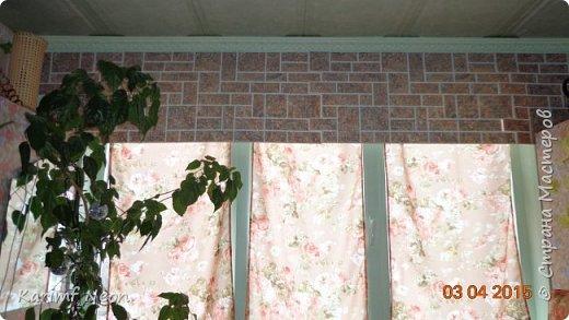 """Давно хотел немного закруглить окно. Мне очень нравится такие окна. Пластиковые декоративные панели ПВХ просто супер находка для подобных переделок. На окно ушло три штуки (95см х 47см). На ценнике было написано """"Кирпич пиленый коричневый"""". Если бы я  оклеивал и боковые части окна, то ушло бы больше трёх штук, но у меня по краям окна стоят половинки шкафа. фото 3"""