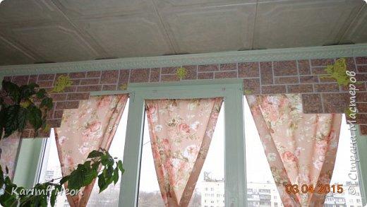 """Давно хотел немного закруглить окно. Мне очень нравится такие окна. Пластиковые декоративные панели ПВХ просто супер находка для подобных переделок. На окно ушло три штуки (95см х 47см). На ценнике было написано """"Кирпич пиленый коричневый"""". Если бы я  оклеивал и боковые части окна, то ушло бы больше трёх штук, но у меня по краям окна стоят половинки шкафа. фото 7"""