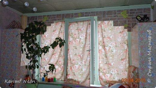 """Давно хотел немного закруглить окно. Мне очень нравится такие окна. Пластиковые декоративные панели ПВХ просто супер находка для подобных переделок. На окно ушло три штуки (95см х 47см). На ценнике было написано """"Кирпич пиленый коричневый"""". Если бы я  оклеивал и боковые части окна, то ушло бы больше трёх штук, но у меня по краям окна стоят половинки шкафа. фото 6"""