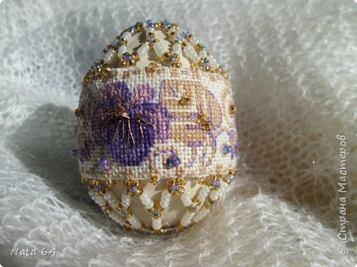 Яйцо вышивала по набору Риолис В185. Ткань в наборе была лугана 25 цветная, ох и тяжело мне далась эта вышивка. очень мелкий крестик.