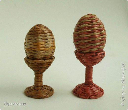 А кому яичко к празднику! Всего 40 трубочек, 20 на яичко, 20 на подставочку. Из полосы 8 см, спица 2 мм. фото 19