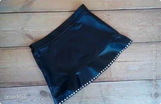 Юбка сшита из высококачественной итальянской кожи черного цвета. Сшита для сестренки  по картинке из интернета. На волане - ровно 105 хольнитенов!   фото 2