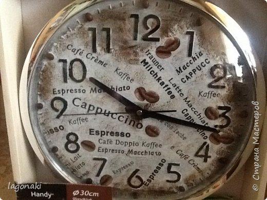 Здравствуйте , дорогие мои !!! Вот такие часики сделала в подарок на День Рождения. Салфеточка, патинирование , настоящие кофейные зерна.