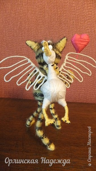 Здравствуйте дорогие мастера и мастерицы!  Сегодня я сделала шуточного кота-ангела из пробки, проволоки и пряжи. Идею вязанного кота увидела  у МАСТЕРА Елены, ник ЯМИ. Не знаю увидит ли она когда нибудь мою работу, но всё равно хочу поблагодарить её от всей души за идею. фото 8