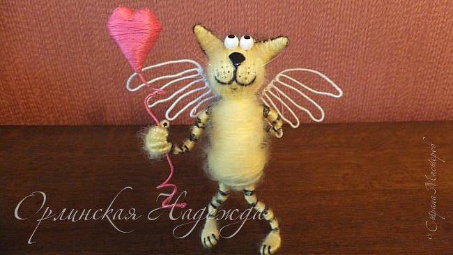 Здравствуйте дорогие мастера и мастерицы!  Сегодня я сделала шуточного кота-ангела из пробки, проволоки и пряжи. Идею вязанного кота увидела  у МАСТЕРА Елены, ник ЯМИ. Не знаю увидит ли она когда нибудь мою работу, но всё равно хочу поблагодарить её от всей души за идею. фото 21