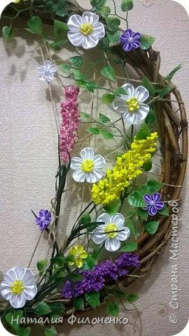 Здравствуйте дорогие друзья!!! Со светлым праздником вас!!!  Свершилось чудо из чудес, Вновь на земле Христос воскрес! Блестят на солнце купола, Звонят во все колокола!  Щебечут птицы, все цветет, Сын Божий счастье нам несет! С днем Светлой Пасхи вас, друзья, Пусть благоденствует семья!   Вот такой веночек я сделала для декора комнаты на Пасху. фото 3