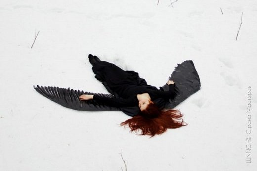 О том, как сделать крылья из бумаги...  В последнее время актуальной темой для фотосъемок стали крылья. Нашла в интернете замечательные идеи с крыльями из сухих цветов и кленовых листьев. Ну, а нам хотелось самые обычные белые крылья ангела...  Если располагают финансы, то можно закупить большие гусиные перья.  Фотограф: Дарья Сивачук фото 20