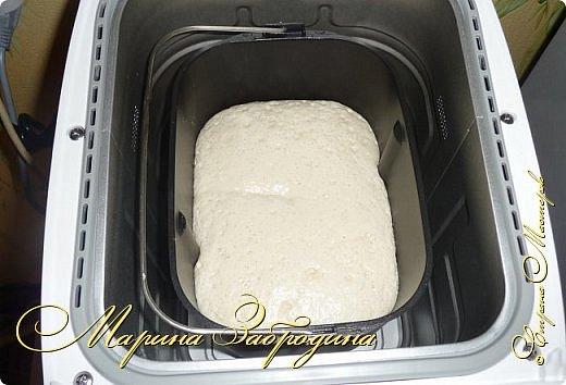 Привет всем! Приобрела недавно хлебопечку и не жалею, отличная вещь! Я часто делаю что-нибудь из теста, каждый день едим хлеб. Получается он очень вкусный, никогда не сравнится с покупным в магазине. Понравился мне этот рецепт, хочу поделиться и написать процесс приготовления моего хлебушка. Называется Яичный, потому что с добавлением яйца. В других обычных рецептах яйца не требуются. фото 5