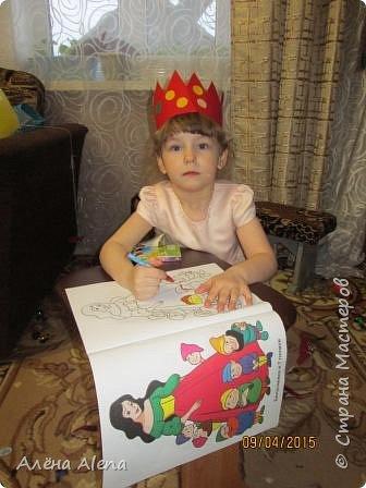 Я снова устроила праздник для дочки своей лучшей подруги! Насте исполнилось 4 года. Попробую рассказать по порядку, как прошёл день варенья и заодно выложить сценарий. Его я собирала с просторов Интернета, так что прошу прощения, если что не так... Здесь фото, как ребятишки сели за свой стол (на столе скатерть, напечатанная мной, а вот чьи идеи использованы по поводу скатерти - не скажу, мне запретили, к сожалению...)  Пока фотографии не все, так как я обычно и праздник делаю и фотографирую тоже я. Как соберу все фото, обязательно добавлю. фото 20